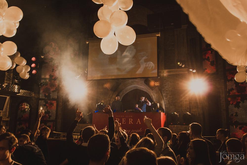 крыльцо ночного клуба оперы челябинска фото использовании подсветке